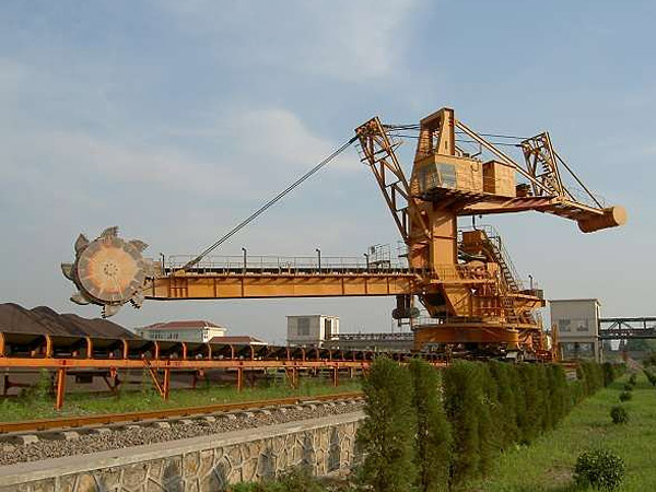 Bucket wheel machine